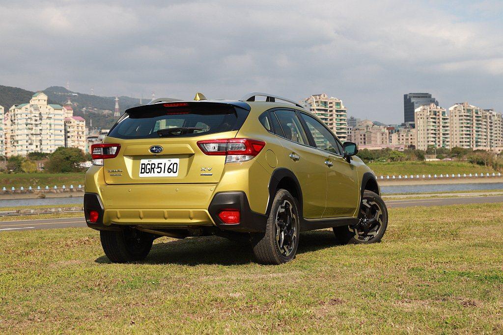 Subaru XV透過優異的底盤離地高度賦予更優異的路面穿越能力,再契合Symm...