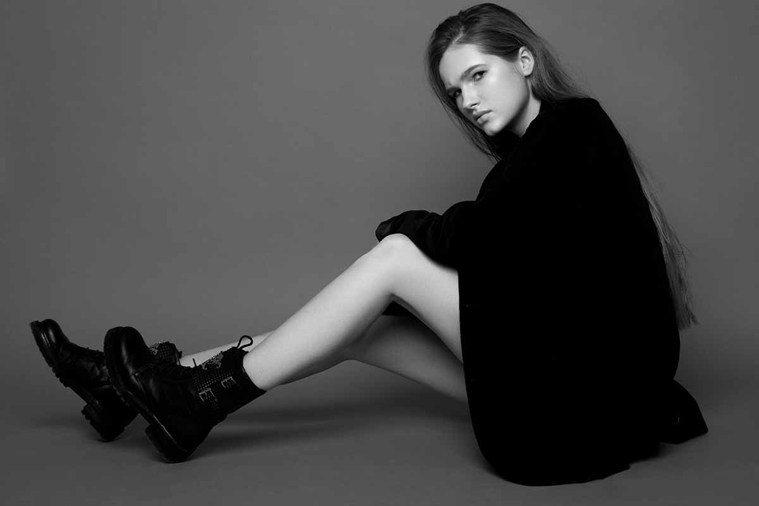 你身邊應該也有不少人喜歡穿一身黑,雖然有種難以親近的感覺,但同時又覺得他們很時尚...