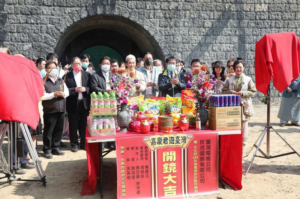 開鏡儀式由黃偉哲市長率領虔誠祝禱拍攝作業順利完成。  臺南市政府/提供