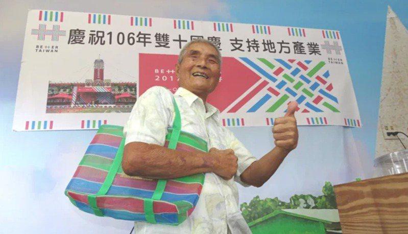 無米樂主角「崑濱伯」、總統府國策顧問黃崑濱今天下午3點多,在台南後壁老家去世,享耆壽92歲。  聯合報系資料照