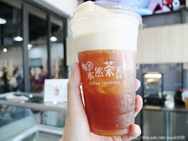 阿里山氮氣冷萃紅烏龍,看起來真的很像泡沫紅烏龍茶,入口還真的有如奶泡一樣滑順的口感,茶香不澀,清涼解渴