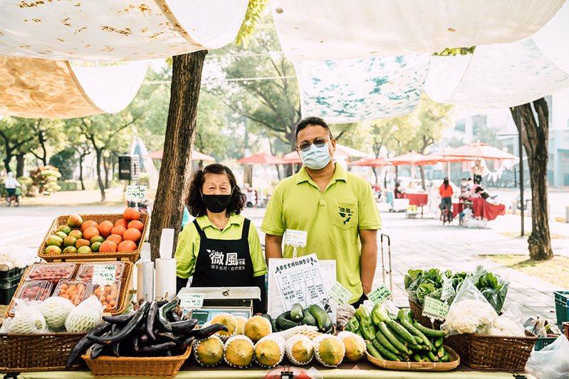小農直售,也分享耕種理念及種植經驗,聽見每項產品及蔬果的故事。(攝影/陳建豪)