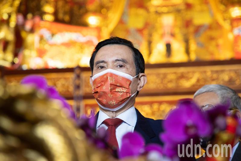 前總統馬英九今天一大早前往指南宮參香祈福。記者季相儒/攝影
