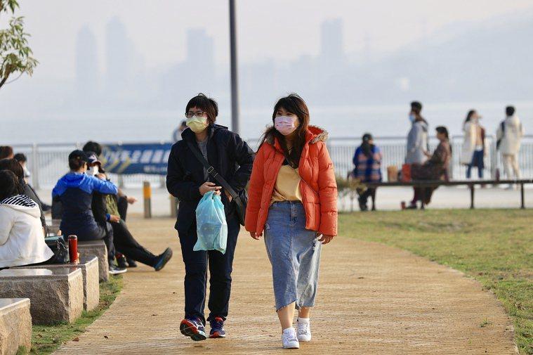 今天各地高溫20-22度,局部市區、內陸更可能達到24-26度。本報資料照片