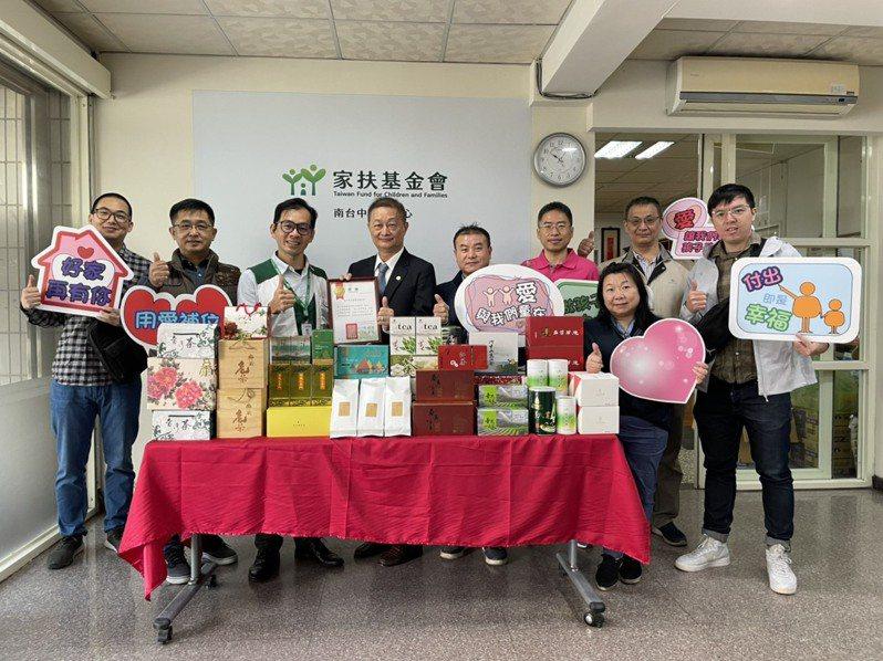 台中市茶商業公會連續11年捐贈茶葉義賣支持扶幼工作。圖/南台中家扶提供