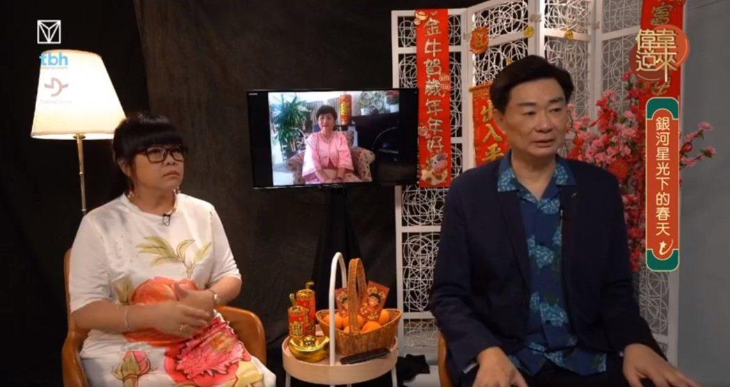 「偉韋道來」主持人歐偉毅(右)、陳韋霖(左)和在香港的甄珍(中)連線訪問。圖/摘...
