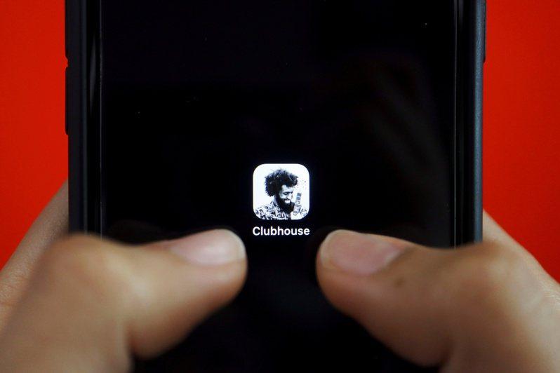 聲音社交軟體Clubhouse今年在日本大爆發,多位名人在平台「開房間」,邀請碼也被放上網路競標。路透