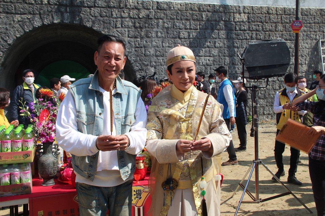 陳亞蘭(右)製作主演電視歌仔戲「嘉慶君遊臺灣」開鏡,金鐘視帝龍劭華暌違17年特別