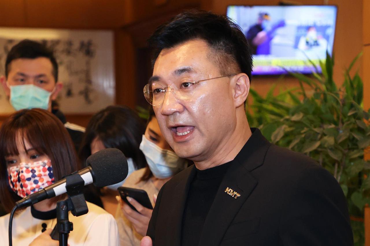 國民黨新春餐敘後開談話會 黨內有人質疑吃受邀者豆腐
