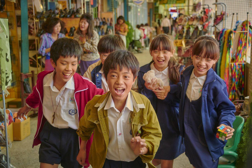 「天橋上的魔術師」自一群從小在中華商場成長的小朋友故事開始。圖/公視、myVid...