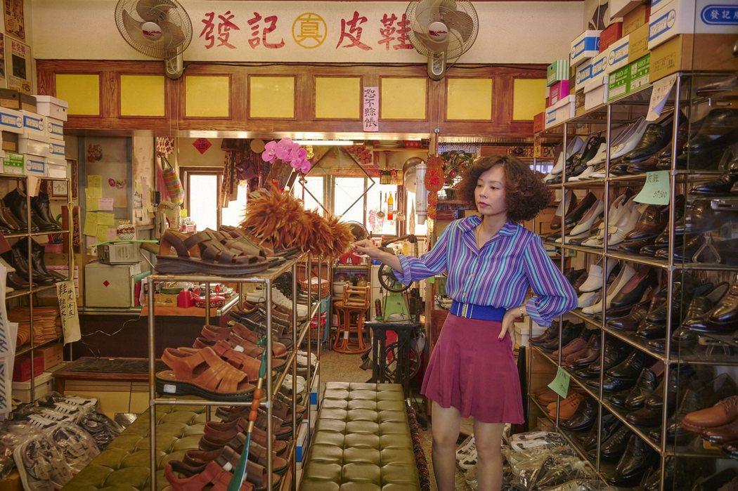 孫淑媚在「天橋上的魔術師」中飾演鞋店老闆娘。圖/公視、myVideo提供
