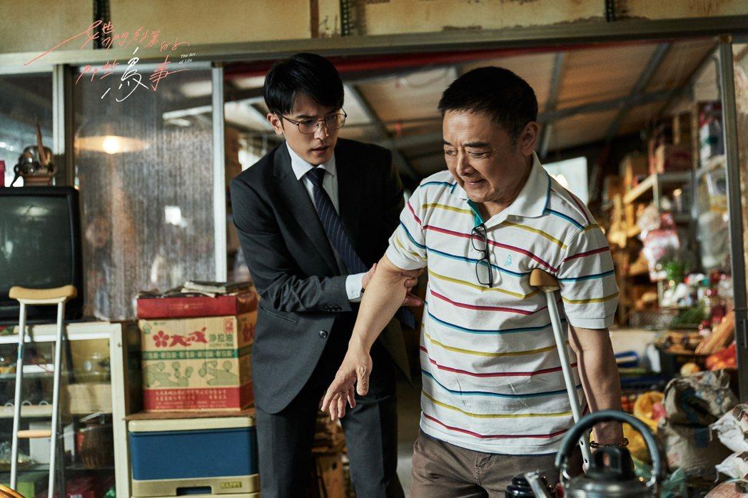 小亮哥(右)在「她們創業的那些鳥事」劇中飾演邱澤的父親。圖/可米傳媒提供