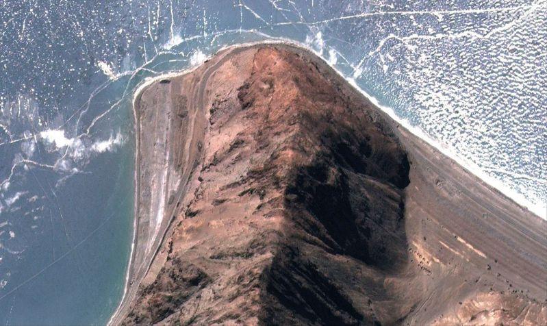 美國衛星公司MAXAR於2月16日拍攝班公湖北側第五指地區軍事設施已拆除。(路透)