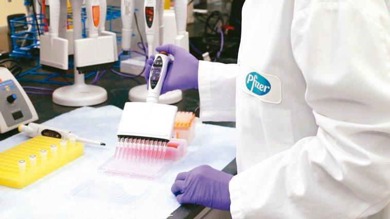 德國BioNtech藥廠(BNT)指出,會提供台灣其所生產的新冠疫苗。但目前仍只...