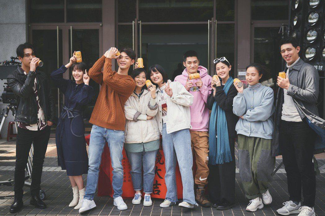 周予天(左起)、謝翔雅、連晨翔、導演詹馥華、吳子霏、潘綱大、李聿安、李雪、劉宇昕
