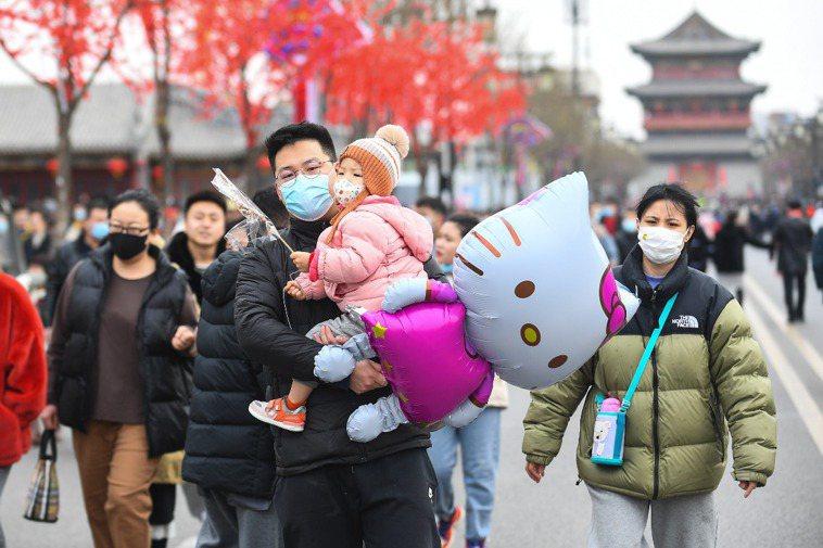 中國疾控中心主任高福稱,大陸新冠疫情已進入最後撲滅階段。圖為山西大同古城正月初八...