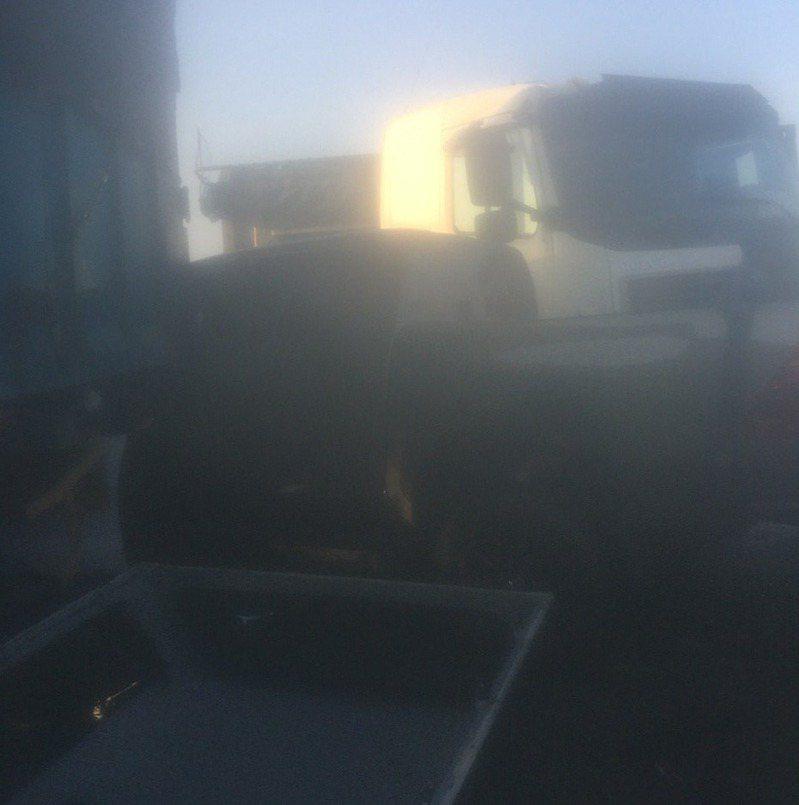 台61線雲林路段發生大霧,造成連環車禍。聯合報系記者陳苡葳/翻攝