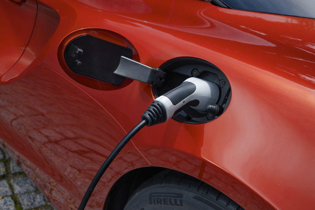 使用EVSE車充電僅需2.5小時便能完成0-80%的充電。 圖/McLaren提...