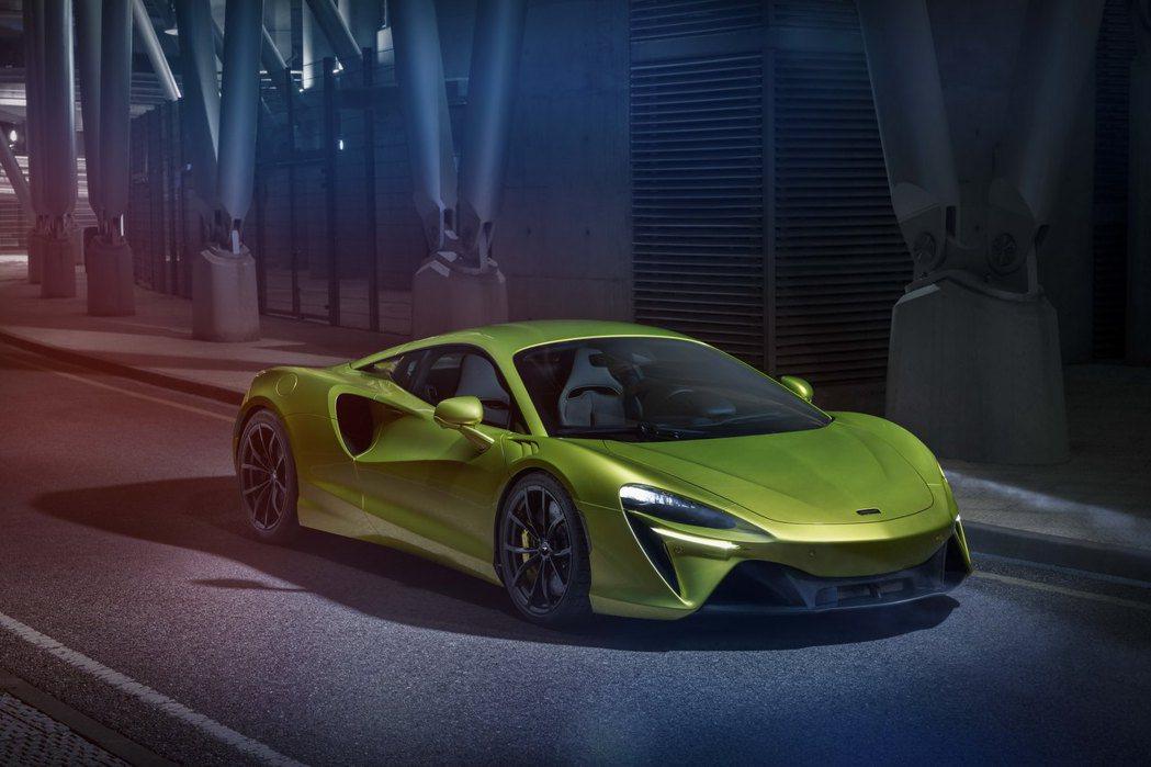 Artura可提供純電行駛,且倒車全數由電動馬達控制。 圖/McLaren提供