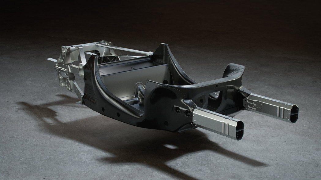 Artura採用MCLA全新輕量化碳纖維單體底盤打造。 圖/McLaren提供