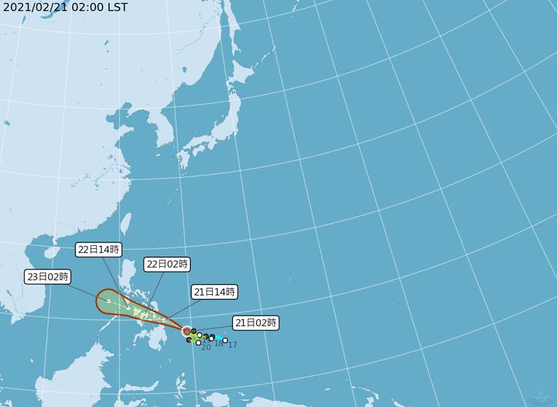 杜鵑颱風在菲律賓東方海面,未來向西北西前進,抵達菲律賓前,大致還能維持輕颱的強度,通過菲律賓陸地,受地形破壞;進入南海,環境垂直風切逐漸增大,將減弱為熱帶性低壓。圖為杜鵑颱風潛勢預測圖。圖/取自氣象局網站
