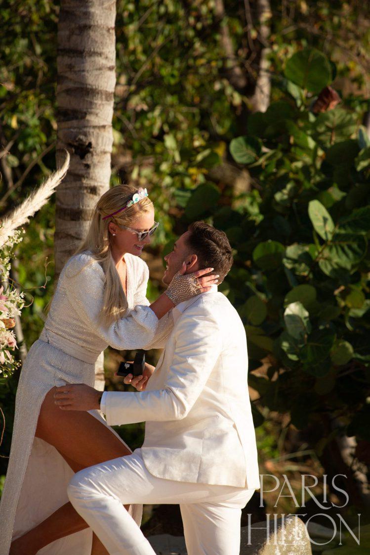 芭黎絲希爾頓男友Carter Reum求婚成功,兩人在網路上宣佈訂婚消息。圖/取...