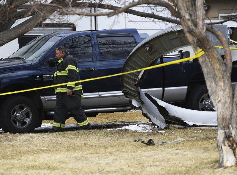 美國聯合航空一架波音777客機自丹佛機場起飛不久,就有一具引擎故障,機上乘客聽到大爆炸聲,引擎碎片一路掉到丹佛附近的住宅區。美聯社