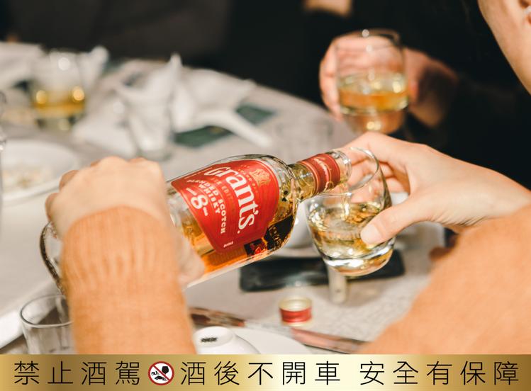 在疫情稍緩的亞洲市場,還能維持基本社交活動,威士忌銷售量已有止跌趨勢。圖/格蘭父...