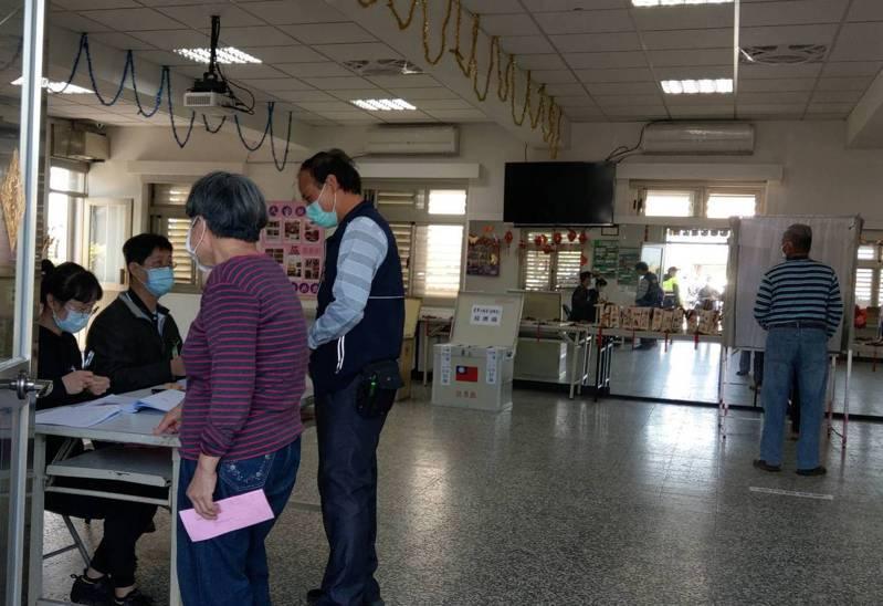 宜蘭五結鄉農會改選會員代表及小組長,今爆發選務作業疏失,造成21張廢票,就算補蓋指導員的章也無法挽救。 記者戴永華/攝影