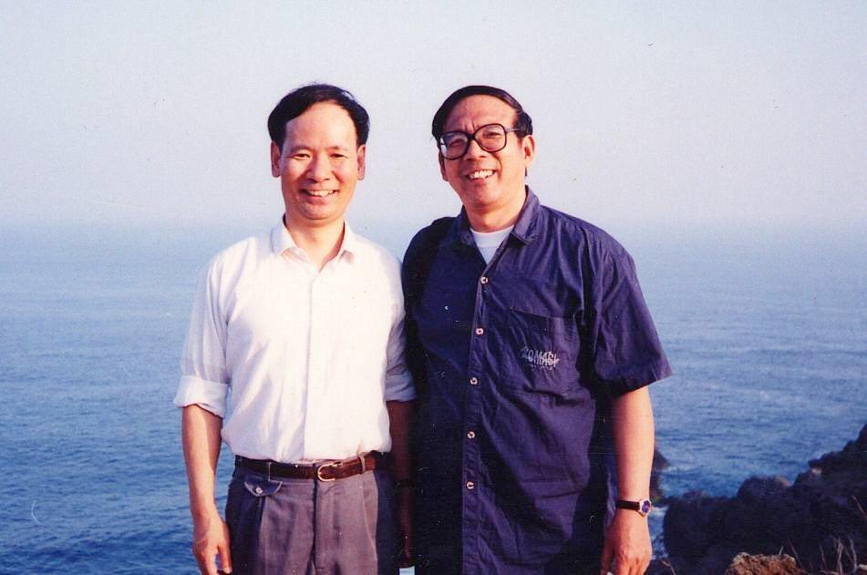 鮑元愷(右)曾順應臺灣音樂家黃輔棠建議修改「恆春鄉愁」蔚為佳話。圖/海鵬提供