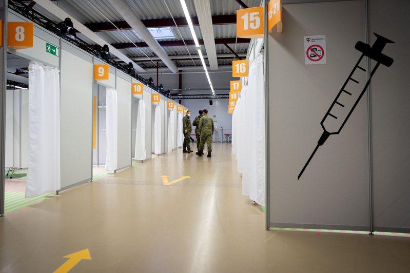 已改為疫苗中心的柏林泰格爾舊機場為民眾施打AZ疫苗,但乏人問津。路透