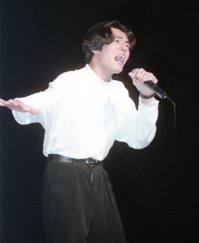 林強剛從真言社出道時頂著中分頭、唱著輕快的台語歌,引發歌壇新現象。照片提供/報系...