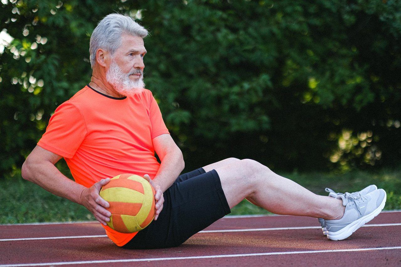 想減脂,光靠控制飲食肯定不夠,請一定要搭配運動、而且是增加訓練量,加速脂肪消耗。...