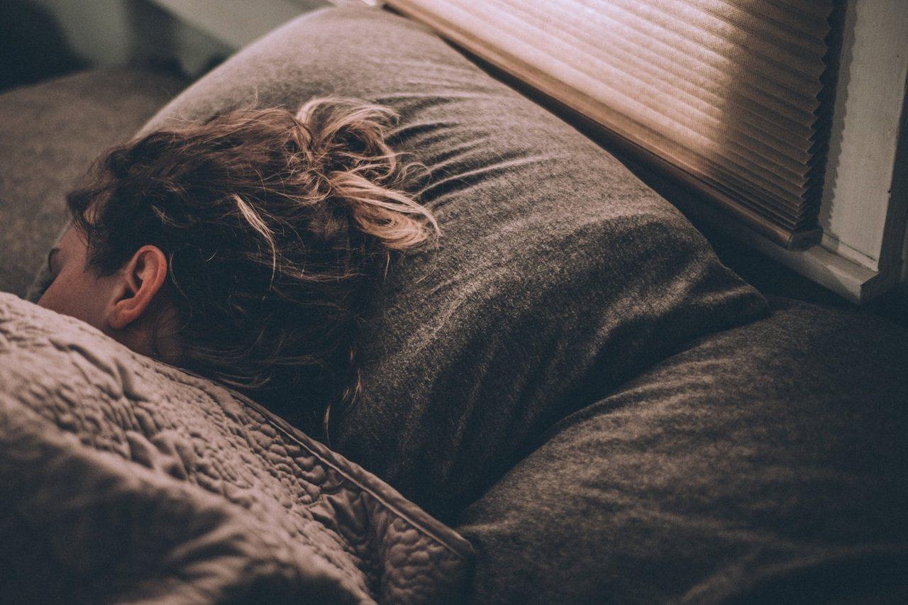 如果想要更規律地達成睡眠目標,使用者也可以預先設定睡前放鬆、就寢,以及起床的時間...