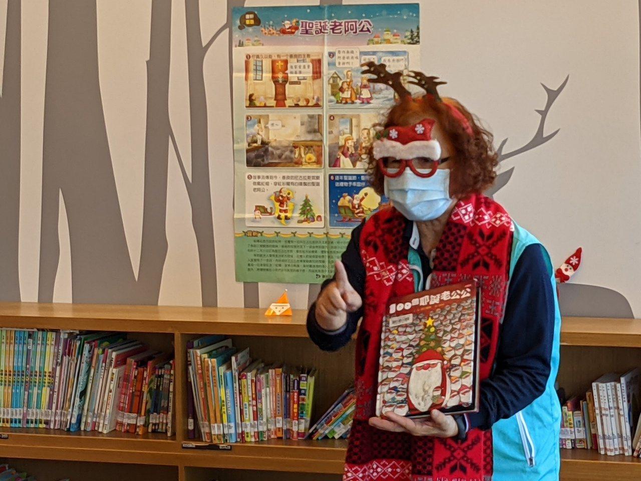 64歲王陳雪霞是國小退休教師,她擔任台中市圖書志工長達14年,成立「魔法故事森林...
