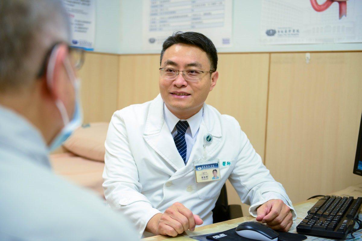 胃癌好發於50歲以上的銀髮族群,台北慈濟醫院醫師陳家輝提醒,如有胃部不適症狀,應...