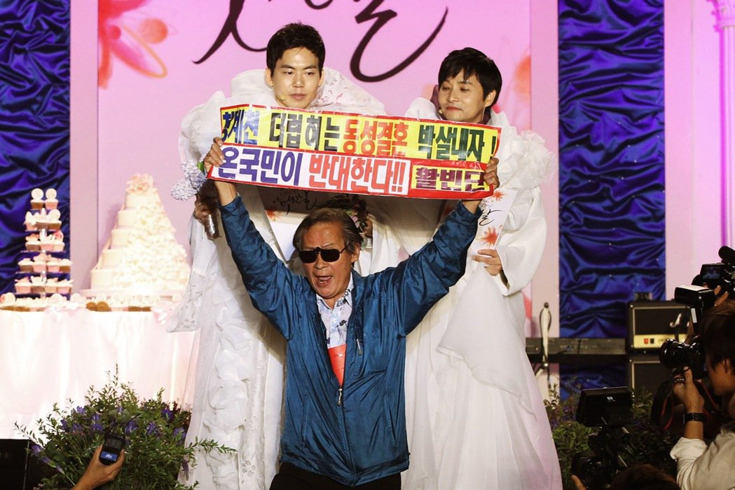 南韓電影導演金趙光秀(右)與伴侶金承煥(左),2013年9月7日舉行婚禮,是南韓...