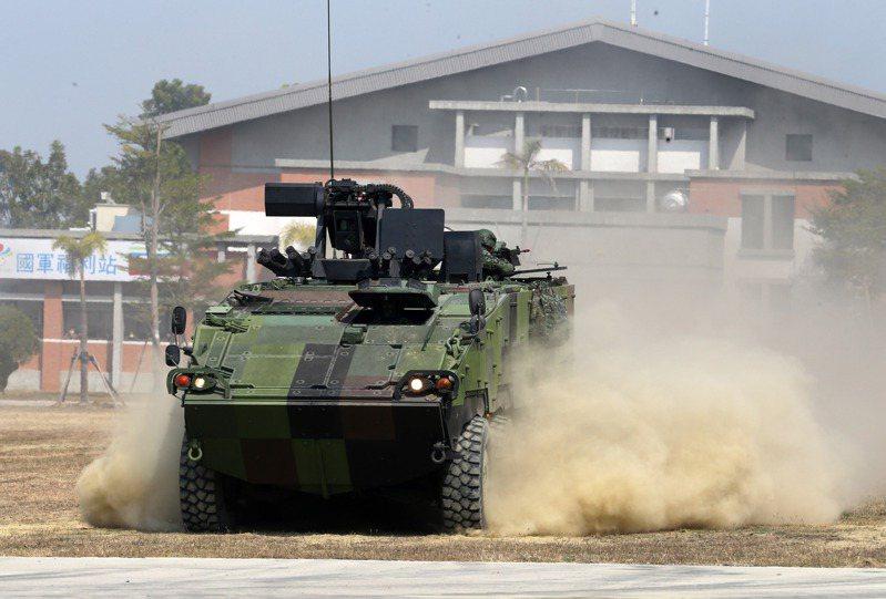 根據消息,國防部當初構思的「後備裝甲大軍」,因為太不切實際,已經被國防部下令喊卡。圖/聯合報系資料照片