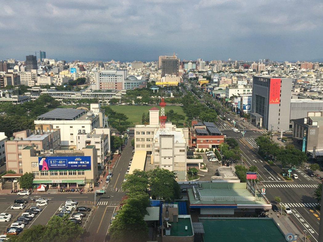 台南市平均每棟買賣移轉面積為131.2平方公尺(約39.7坪)、面積空間持續穩居...