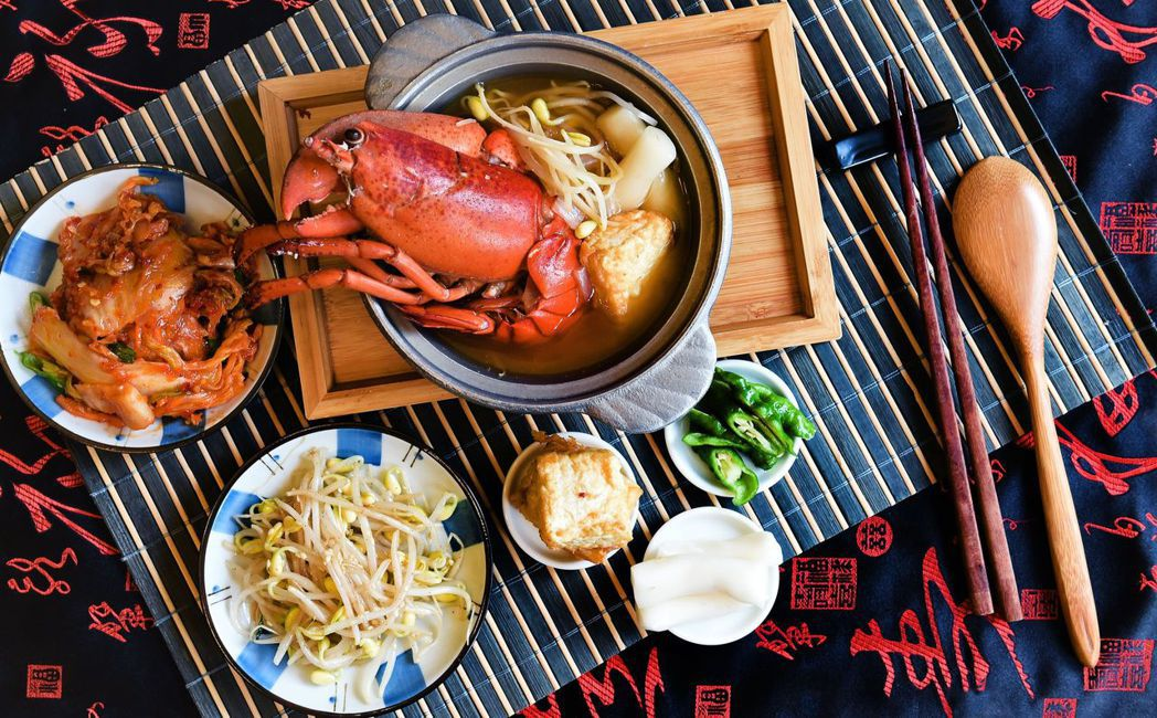 龍蝦鍋供應於歐式自助餐平日晚餐及假日午晚餐。  台南大飯店/提供