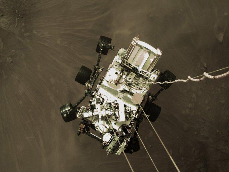 美國太空總署(NASA)火星探測器「毅力號」於美東時間十八日成功登陸火星。美聯社