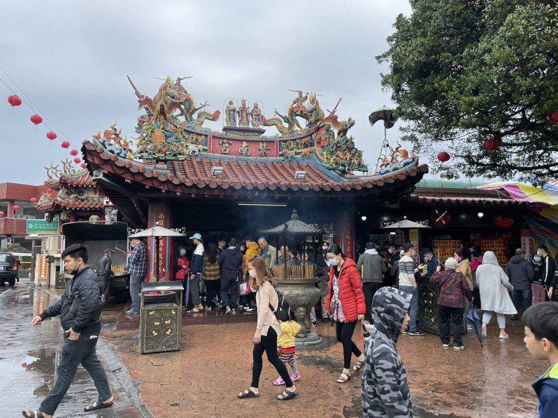 香火鼎盛的竹山紫南宮以借發財金著稱,每年都有數十萬信徒前來祈福借還金。記者黑中亮/攝影