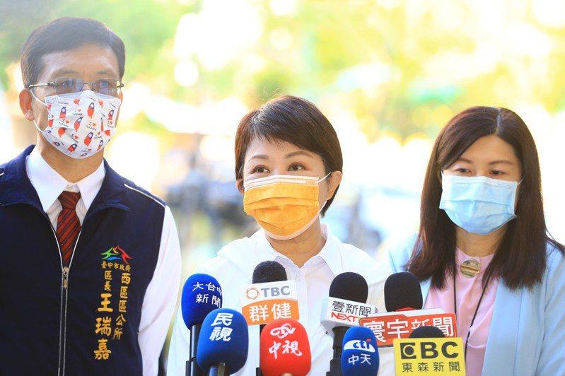 台中市長盧秀燕表示,台中元宵小提燈大受歡迎,已開放版權,供民眾免費下列印印。記者陳秋雲/攝影