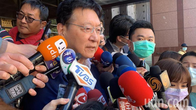 護照「台灣」2字加大 趙少康嗤之以鼻:自爽就好。記者王聖藜/攝影