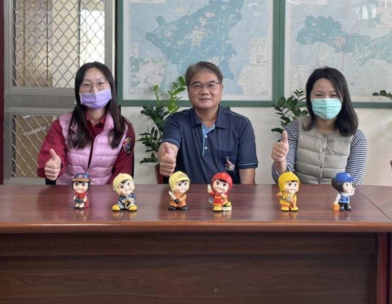 台南消防二大隊辦臉書留言送消防寶寶公仔套組,宣傳消防常識。記者周宗禎/翻攝