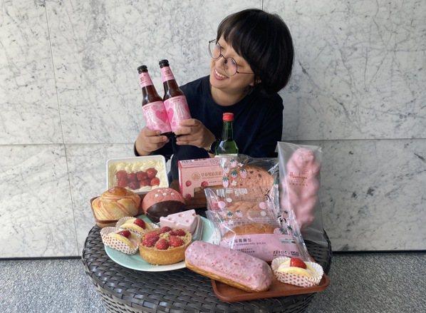 全聯草莓季推出一系列草莓甜點、麵包、乾貨相關商品。圖/全聯福利中心提供 ※提醒您...