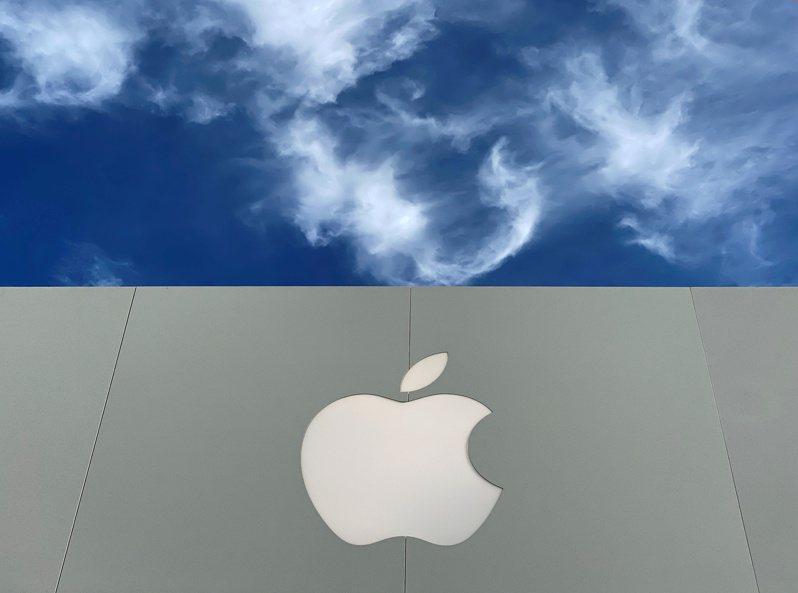 蘋果去年第4季重返全球智慧手機龍頭。路透