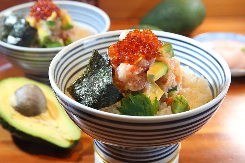 日本橋海鮮丼辻半自2月24日起,推出全球獨家的酪梨海鮮珠寶盒。記者陳睿中/攝影