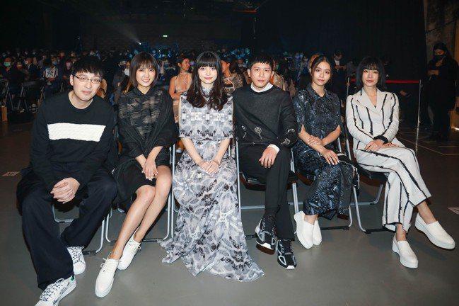 (左起)詹朴、大元、黑嘉嘉、莫子儀、宋芸樺、陽靚。記者/吳致碩攝影
