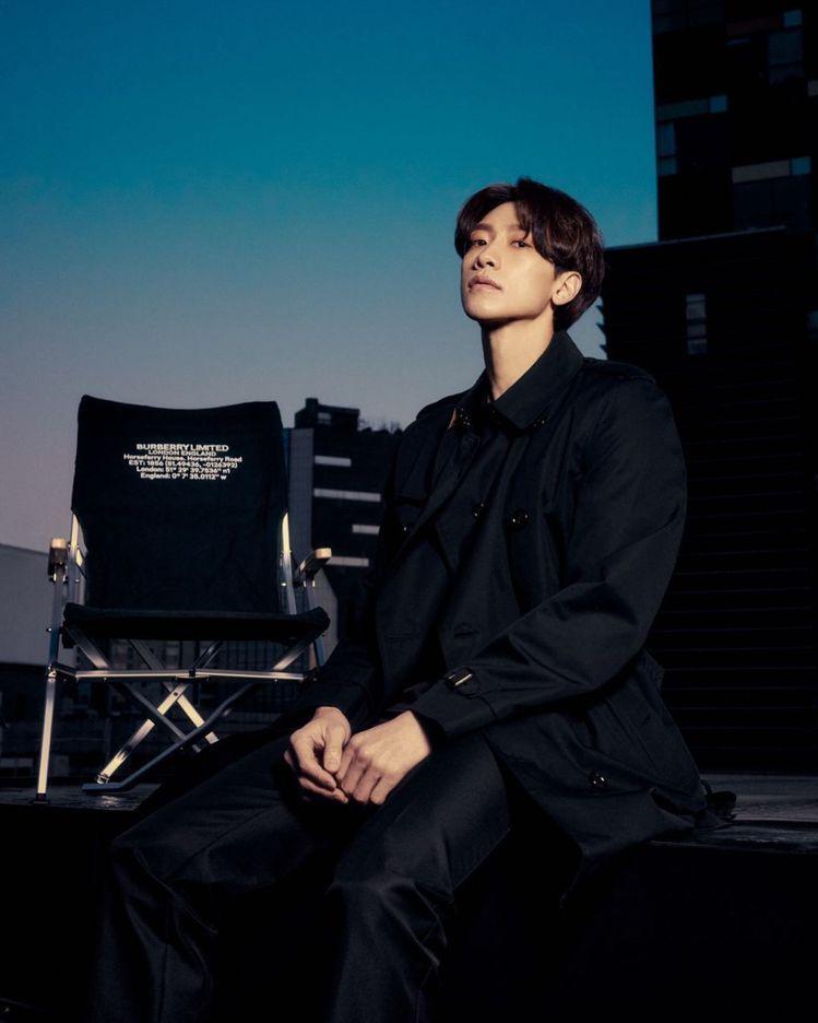 Rain在IG上發表Burberry 2021秋冬男裝秀直播。圖/摘自IG